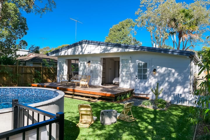 The River Shack, Vintage Luxe with Pool & Air Con