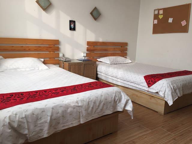 岱庙南门附近泰山国际青年旅舍标准间,闹中取静的地方 - 泰安市 - Overig