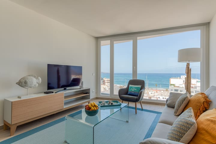 Elegant living with views of Las Canteras Beach