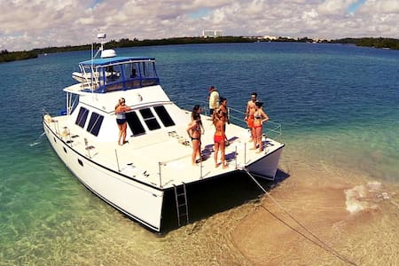 Large Catamaran with 4 Staterooms stay up to 8pax - 迈阿密海滩 - 船