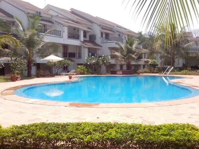 Studio apartment with pool near club cabana