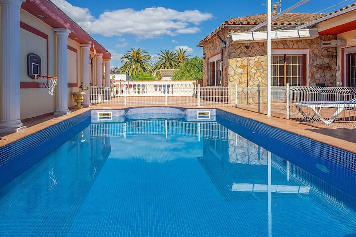160-House in Empuriabrava with pool