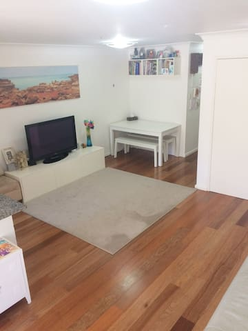 Narrabeen lake appartment