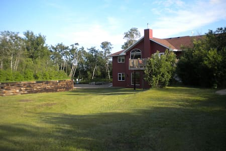 Beautiful Country Home only Minutes from the City