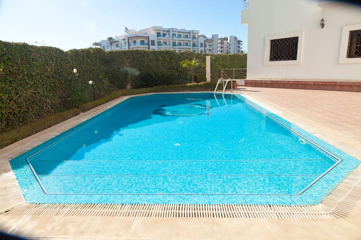 Stunning 2 bed appartment near to the beach.