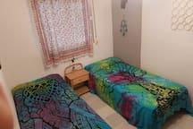 Habitación privada 2 camas con A/C centralizado