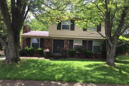 3 bdrm/2 bath, 2c garage,  big fenced yard - Louisville - Casa