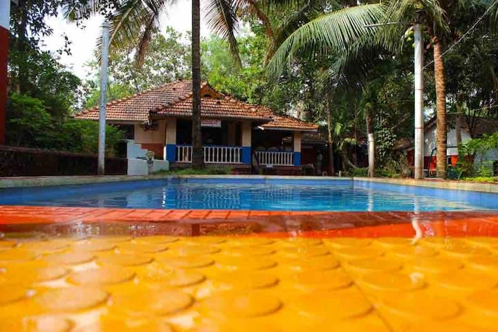 Bidaara Homestay with Pool and all meals included!