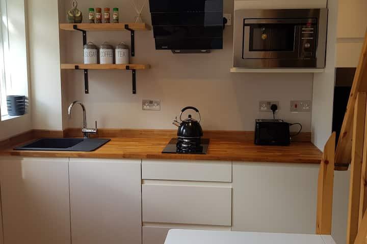 The Tiny House - Bodafon Bach, Llanbedr, Snowdonia