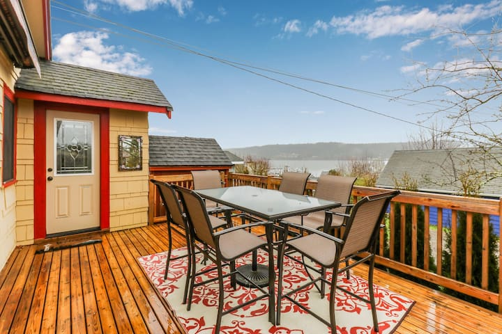 Bay view home, blocks from restaurants, shopping, and waterfront!
