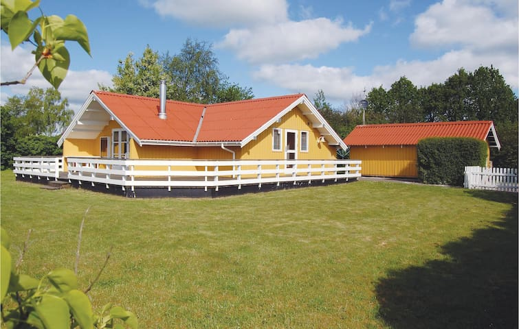 Holiday cottage with 3 bedrooms on 60m² in Hejls