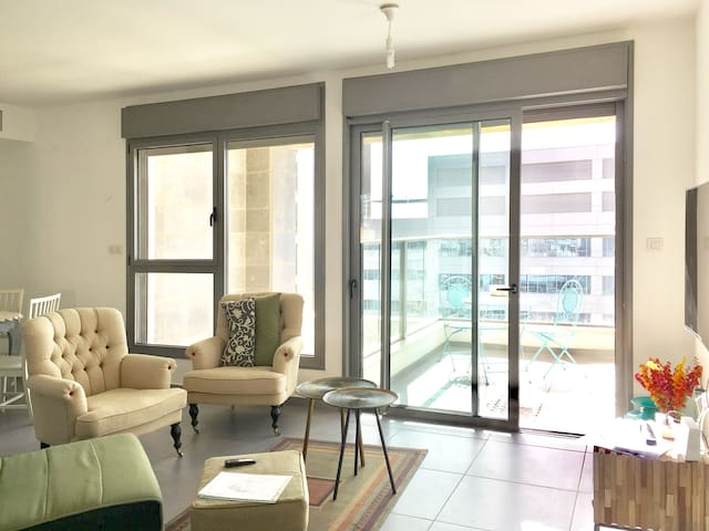 Beautiful 2 bdrm 2 bathroom apt in luxury building - Tel Aviv-Yafo - Appartement