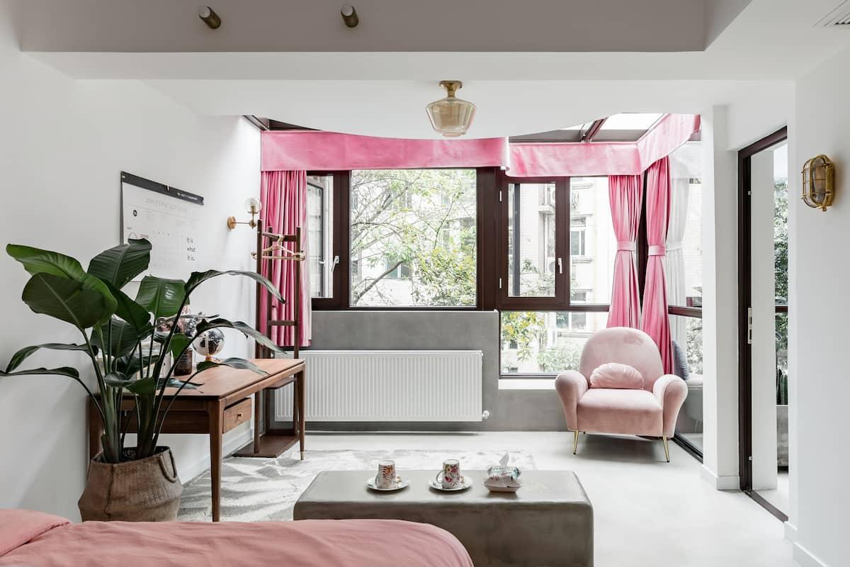 带室内庭院和独立投影室的精品两居室