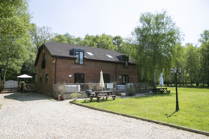 Mad March Hare Specials -  Durdle Door Mews. Semi-detached with Private Decking, Own Hot Tub & BBQ. Pet Friendly. Set in 3 acres of grounds.