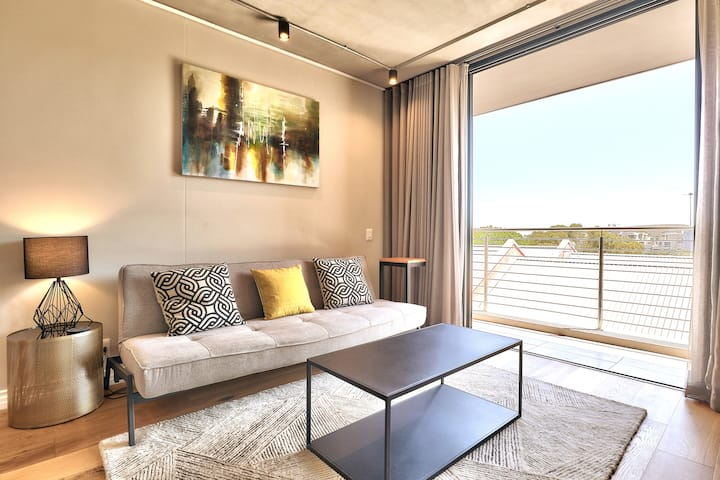 Waterfront Facing Sunny Apartment at The Docklands