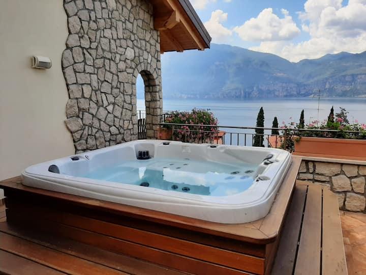 Appartamento di Lusso con Jacuzzi vista Lago