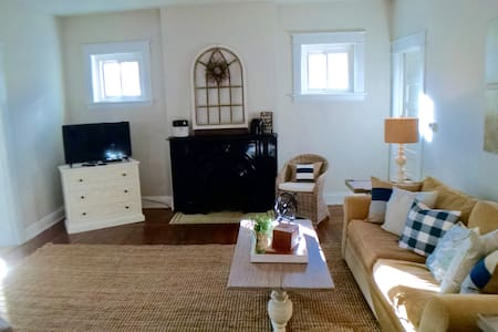 Cincy Close downstairs unit beautifully furnished - Dayton