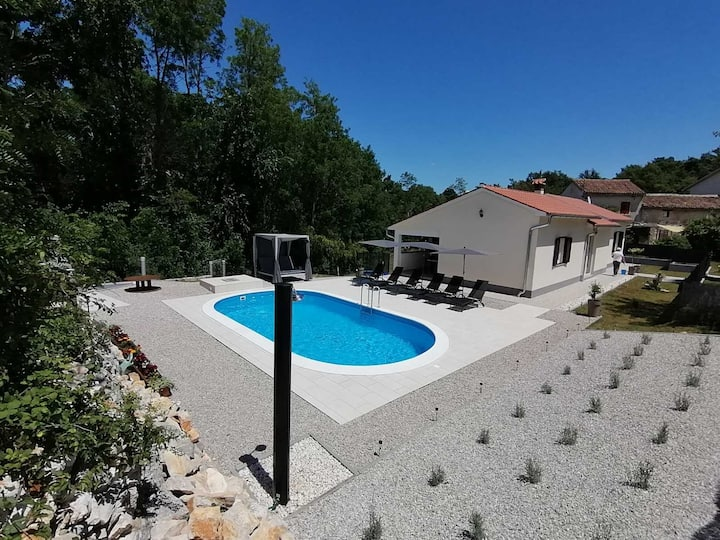 Spatious Villa Ari with pool