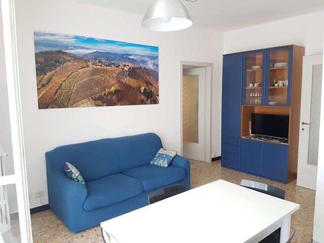 Sunny and spacious flat in the heart of Canelli