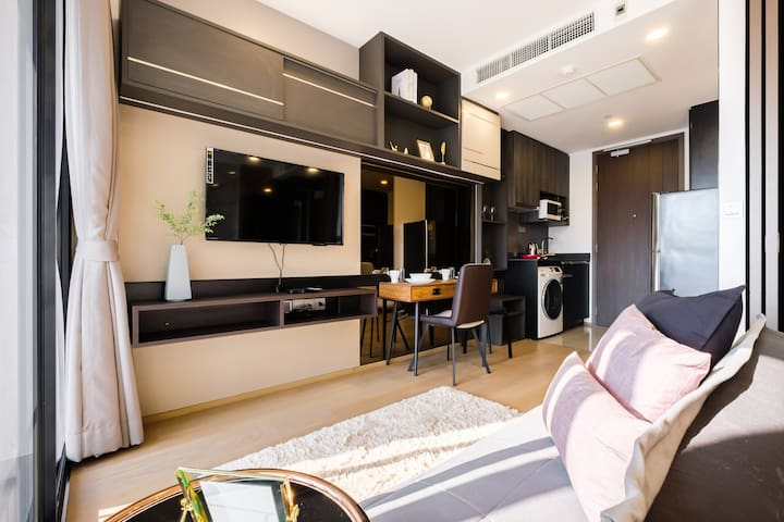 The room come with Netflix, YouTube, chormecast, cable and on demand movie service.