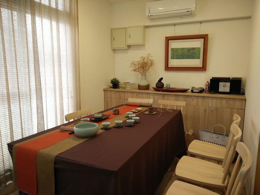 房間旁有泡茶小客廳可使用