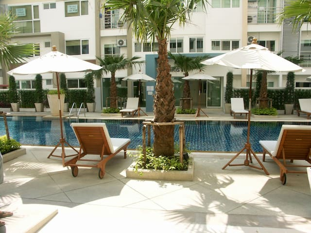 FibreWiFi F/F Cozy 2Bed in Quiet Village near CBD - Bangkok - Appartement