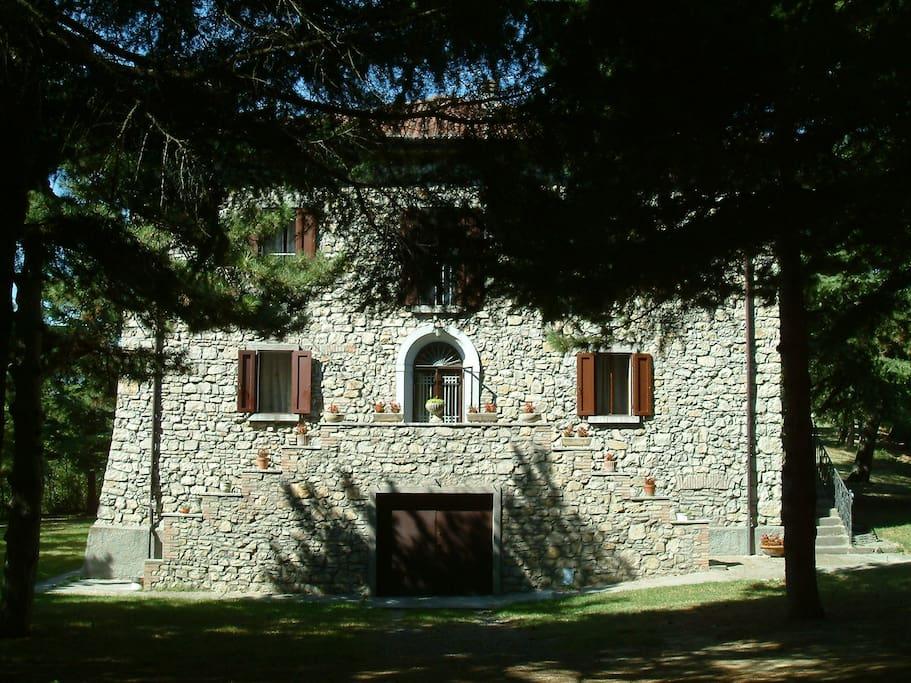 Il bosco relax in villa immersi nella natura ville in for Grandi piani di una casa da ranch di storia