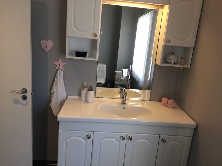 Baño y ducha primer piso