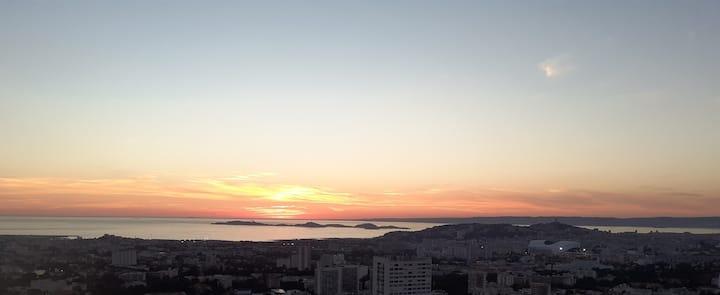 Trés jolie T2 de 53 m² avec vue sur mer et ville