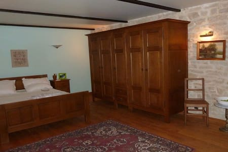 Chambre Da Vinci Triple - Mouzay - Bed & Breakfast