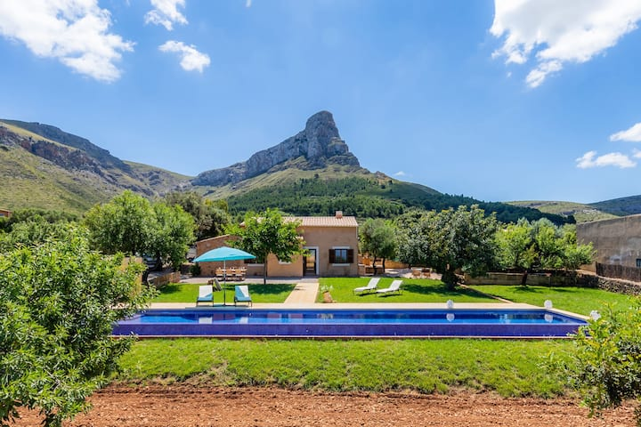 Beautiful Country Estate Ca'n Jaumí with Infinity Pool, Air Conditioning, Wi-Fi & Large Garden; Parking Available
