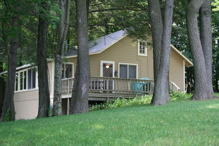 Brower Cottage on Hutchins Lake