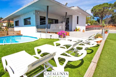 Lovely villa in the resort of Les Comes, Sils, only 15 min from Costa Brava beaches! - Costa Brava - วิลล่า