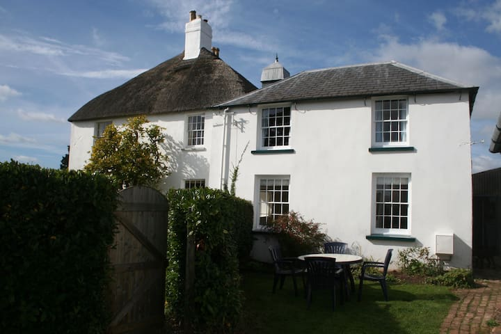 Newly Refurbished Cosy Cottage