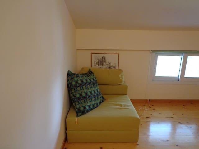 Πολυθρόνα κρεββάτι δωμάτιο 4