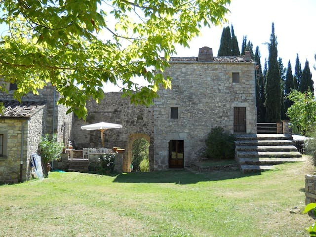 Tower of a medieval fortress restored with pool - Gaiole in Chianti - House