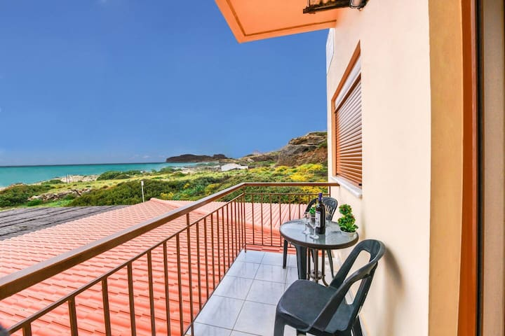 En Plo Seafront Rooms | Falassarna with Sea View 2