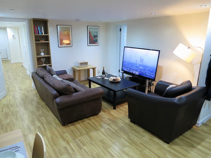 Spacious Modern 2 Bed Apartment. West Didsbury.