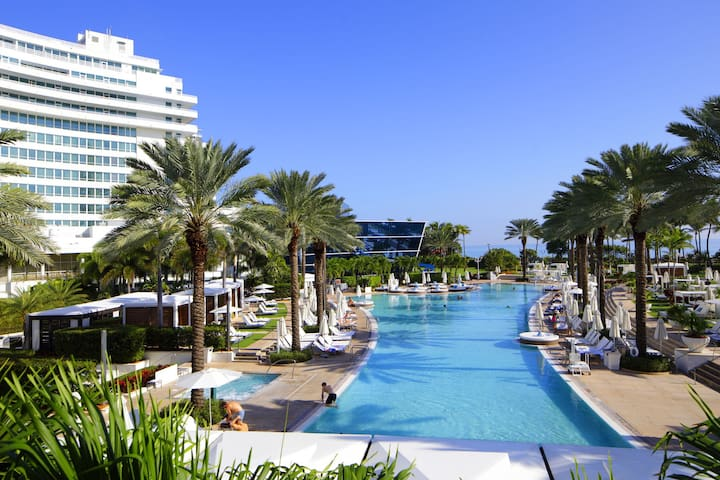 FONTAINEBLEAU HOTEL Bayview 1 Bedroom Suite Free Spa Passes and Valet