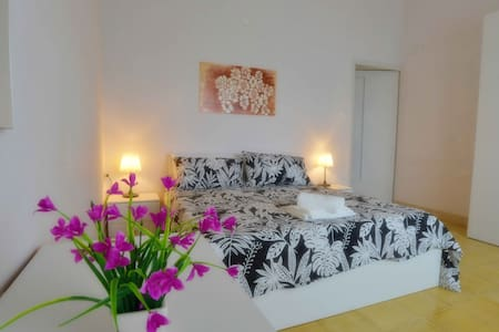 Newly refurbished well located apartment in Lecce