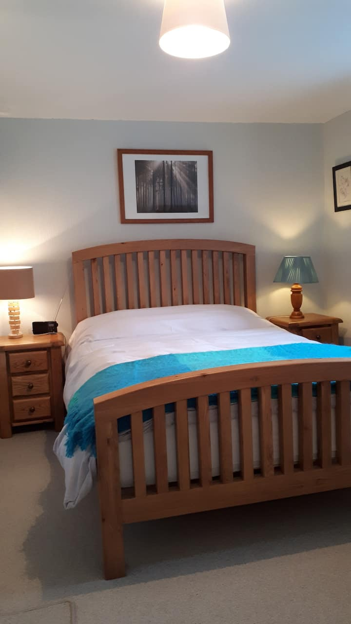 Dolau Cottage - cosy double bedroom with ensuite