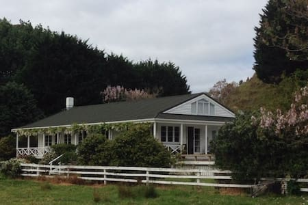 wisteria cottage, Mahinepua Bay,Northland delight
