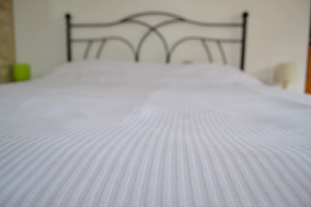 King sized bed with memory foam mattress, and pure cotton white linen