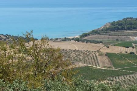 CASA IMMERSA NELLA RISERVA NATURALE DI TORRE SALSA - Siculiana