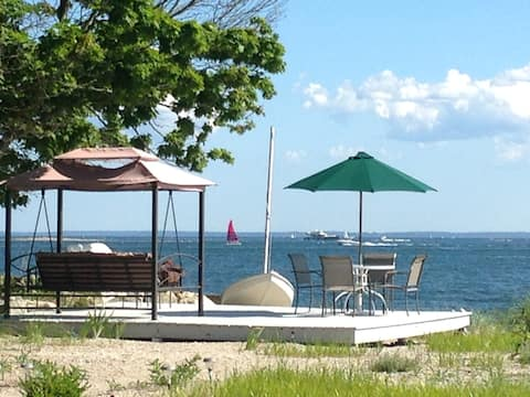 Charming & open Beach house w/*OWN PRIVATE BEACH*