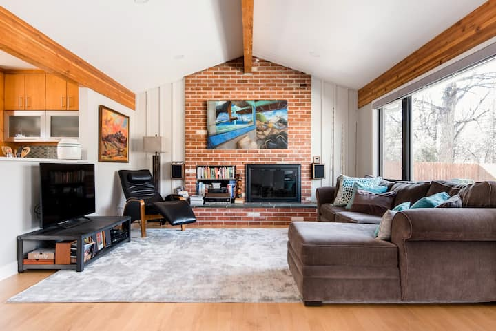 Mid Century Modern Ranch House right on the Creek!