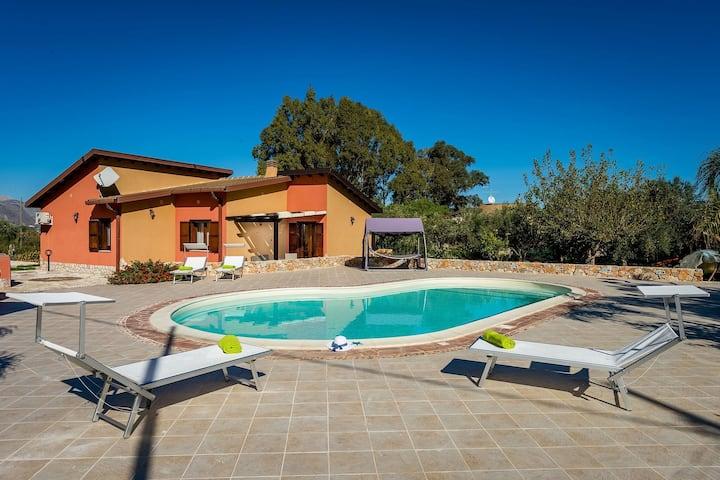 Beautiful Holiday Home in Castellammare del Golfo near Beach