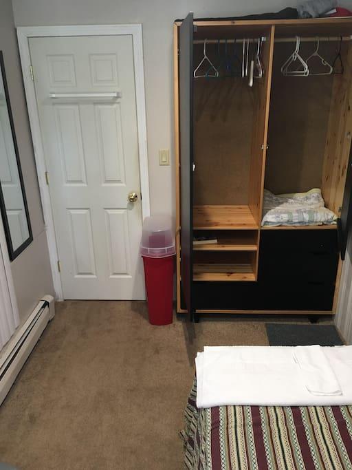 Single Bedroom (dresser view)