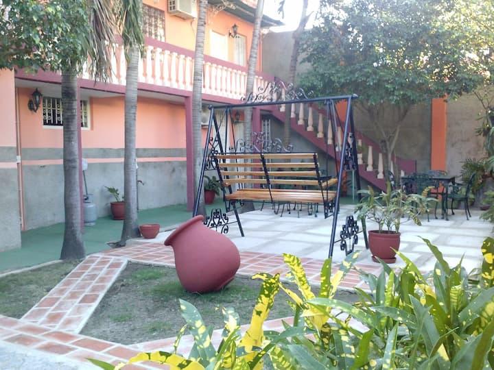 Casa del Parque Colón. Evelio & Lourdes