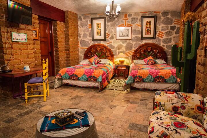 GIRALUNA, habitación con dos camas matrimoniales